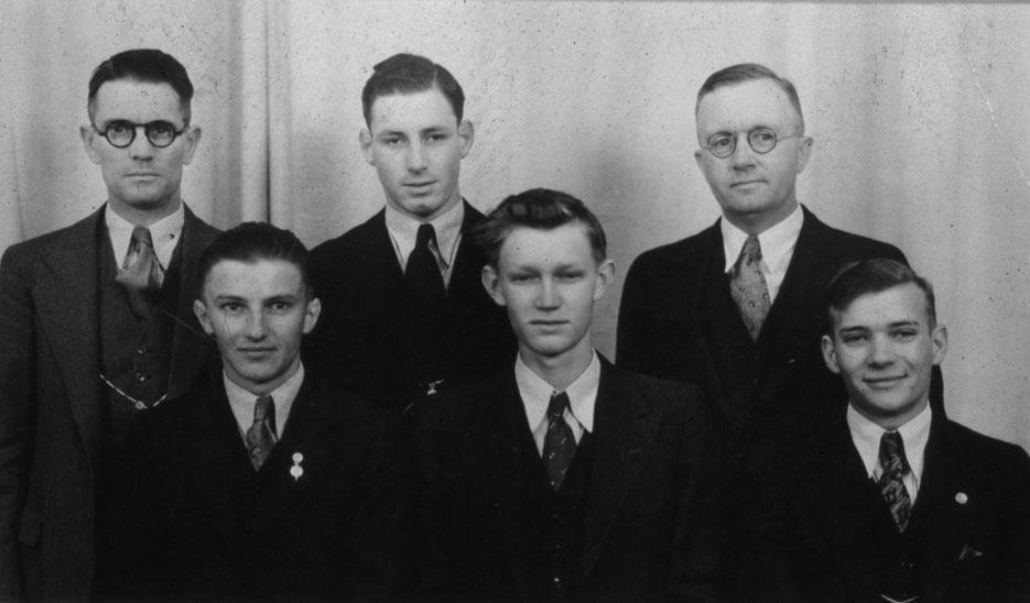 1932 1933